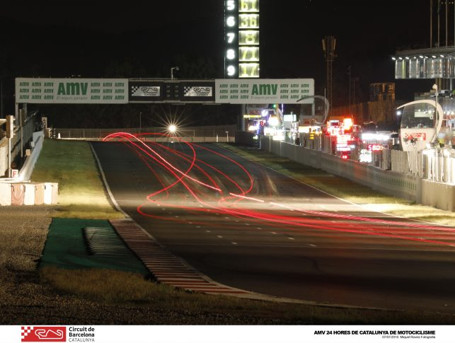 Foto nocturna de la carrera AMV 24 Horas de Montmeló