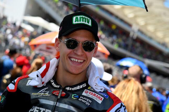 Fabio Quartararo con gorra negra y logo AMV sonriendo en el Gran Premio de las Américas
