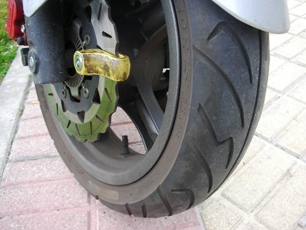 Rueda de moto con antirrobo