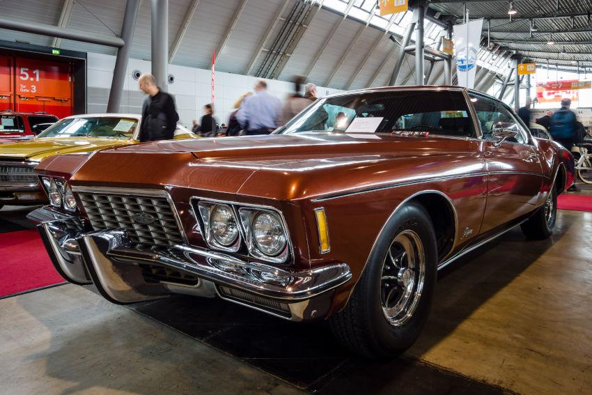 imagen de un Buick Riviera en una exposición de coches
