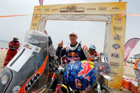 Marc Coma, en el Rally de Qatar con su moto y su casco
