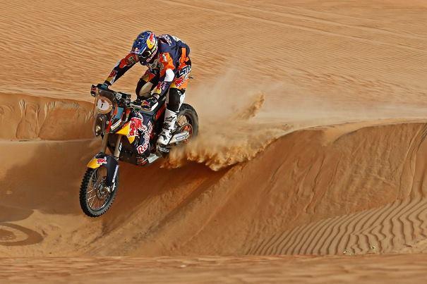 Marc Coma en el desierto con su moto, durante la primera fecha del Rally Cross Country, en Abu Dhabi.