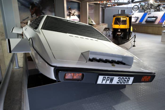 Vehículo famoso del cine: Lotus Esprit