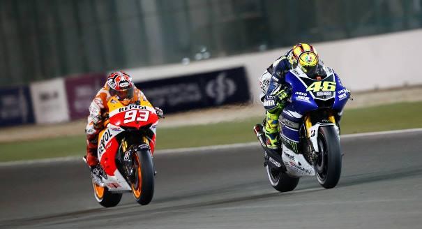 Duelo entre los pilotos Valentino Rossi y Marc Márquez en el MotoGP de Argentina.