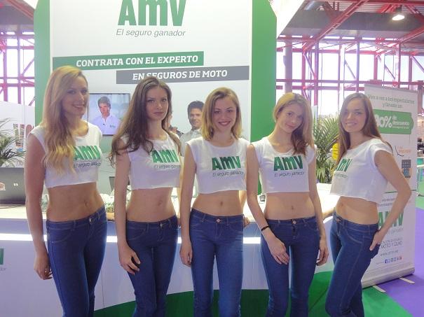 Un grupo de azafatas en el stand de AMV.