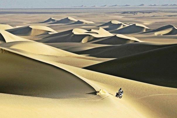 Rally de los Faraones: moto en el desierto