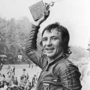 El motociclista español Ángel Nieto se proclama Campeón del Mundo en el Circuito de Montjuïc
