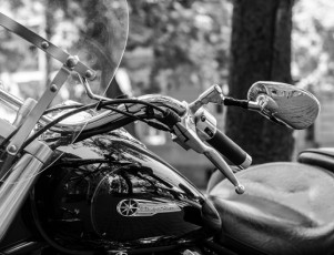Moto de tipo Custom con carenado