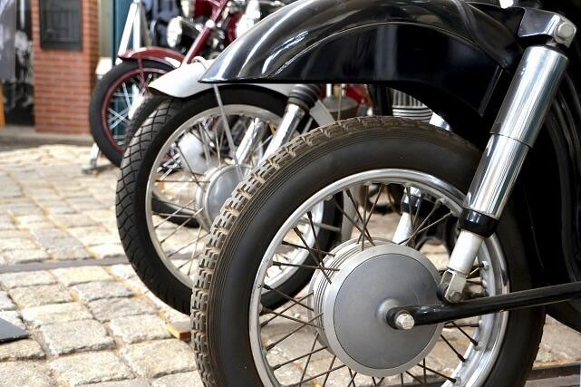 neumáticos y guardabarros para moto