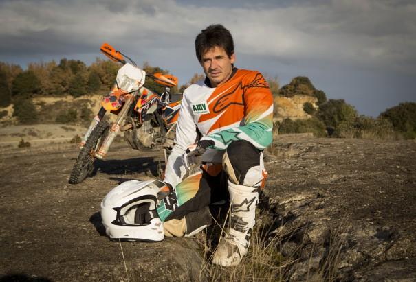 Artículo cascos de enduro: imagen de Alex Crivillé junto con su equipamiento.