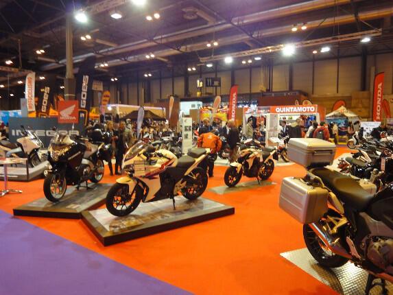 comprar una moto. Salón de venta de motos nuevas (AMV Prensa)
