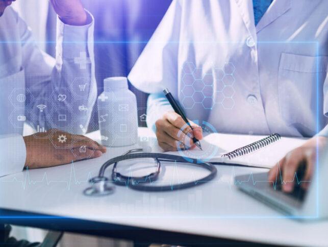doctor y paciente en consulta médica