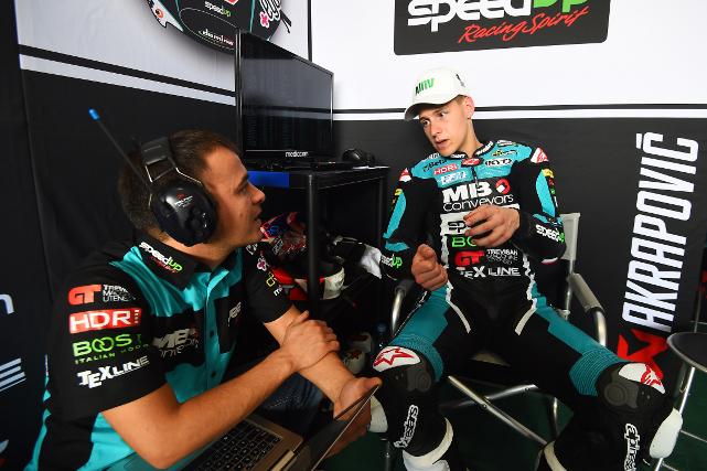 Fabio Quartararo en boxes en el MotoGP de Argentina