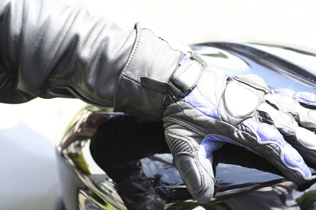 guantes calefactables moto (iStock)