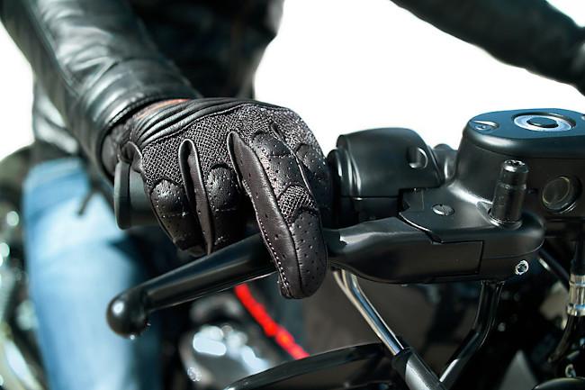 guantes para moto c mo deben ser blog de motos y noticias del sector. Black Bedroom Furniture Sets. Home Design Ideas