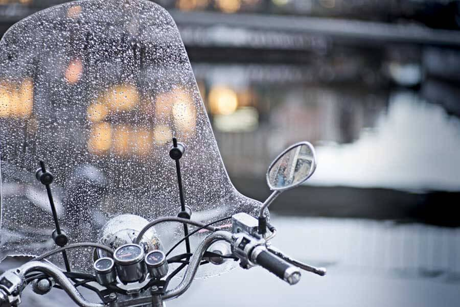 Lluvia en moto