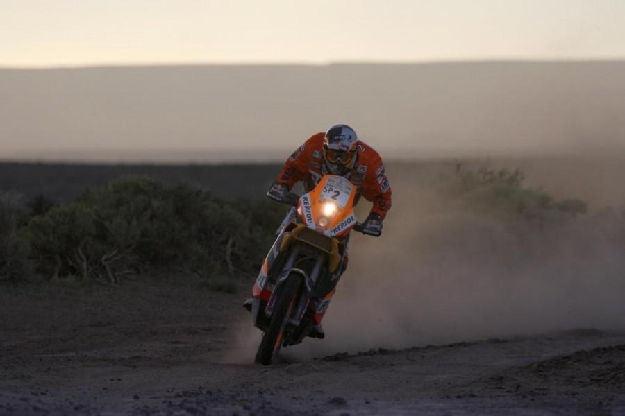 Marc Coma con su moto en el Rally Dakar