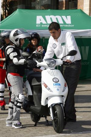 Motero principiante de la Escuela CSM (Conducción Segura de Motocicletas)