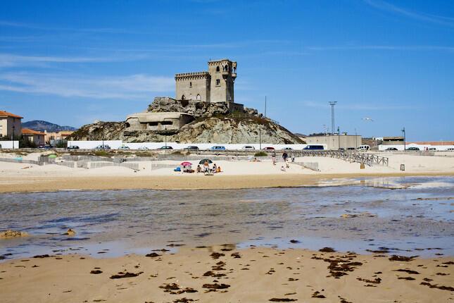 Pueblos con playa para rutas en moto: Tarifa en la provincia de Cádiz. (Fotolia)