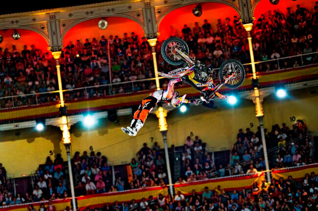 Concurso Facebook AMV Red Bull X-Fighters.
