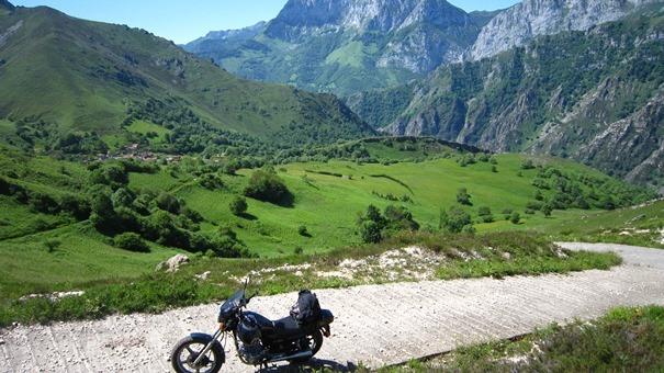 Las rutas en moto más bonitas de España