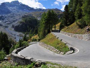 curva de una carretera de montaña