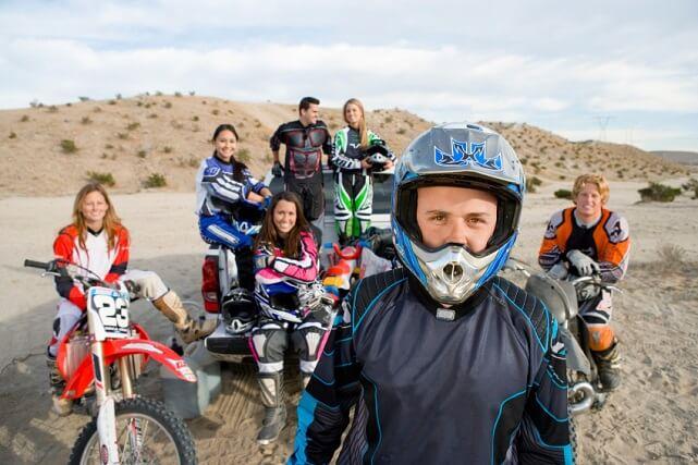 trajes-de-motocross-istockphoto
