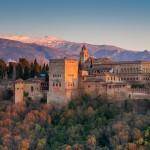 Turismo Granada en moto. Vista panorámica de la Alhambra. (Fotolia).