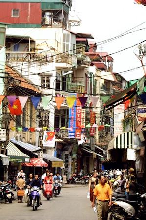 Imagen de una calle de Hanoi, capital de Vietnam, uno de los países más moteros. | Morguerfile
