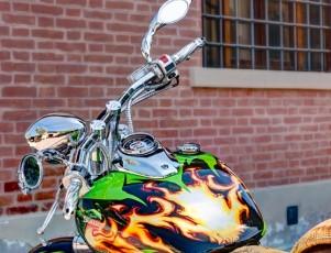 Moto con vinilos (iStock)